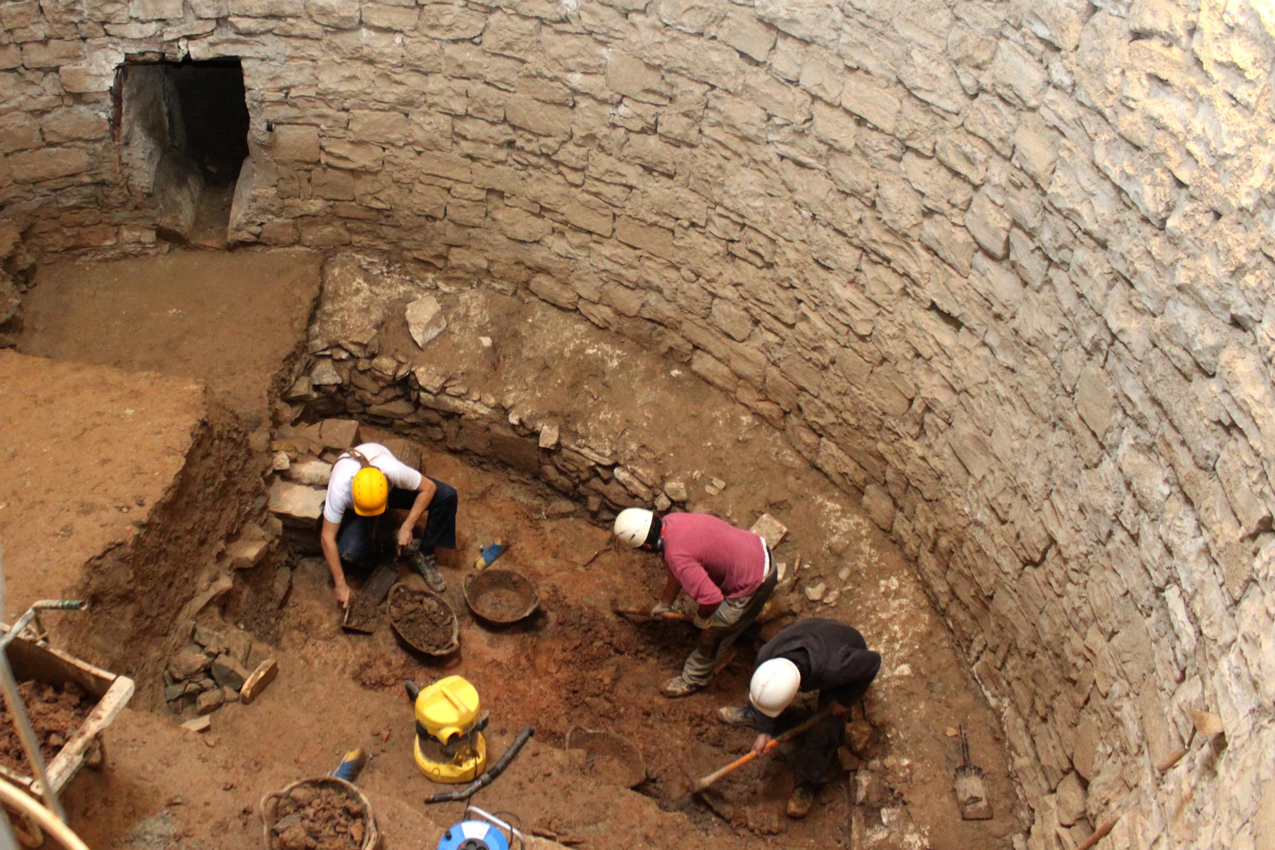 Tàrrega finalitza la campanya arqueològica a l'antic pou del gel, la qual ha deixat a la vista el fons original de l'estructura