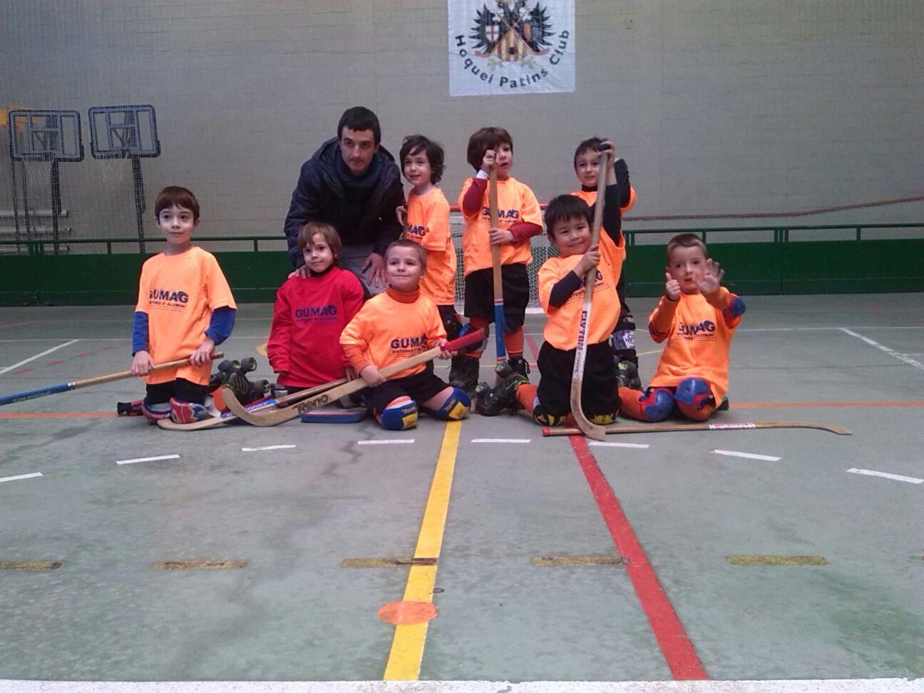 Els nens de 4 i 5 anys del Tàrrega Hoquei Patins Club s'estrenen amb el seu primer partit