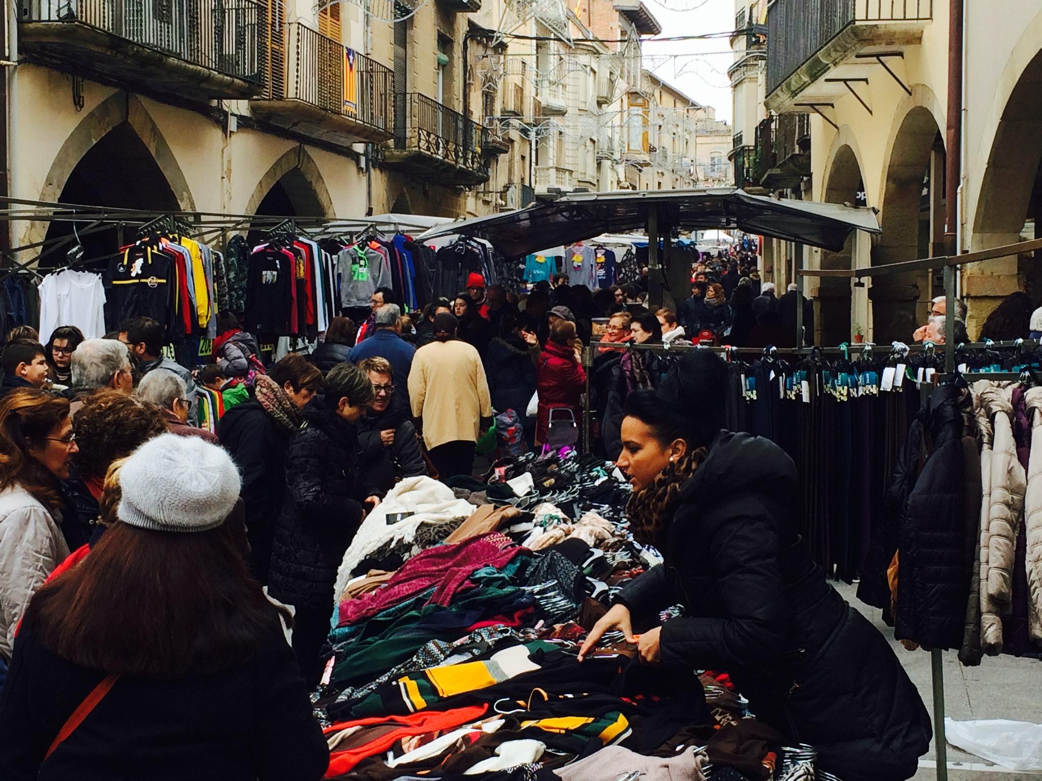 Tàrrega acorda celebrar el mercat setmanal del proper 11 de setembre, dia festiu que també podran obrir els establiments comercials