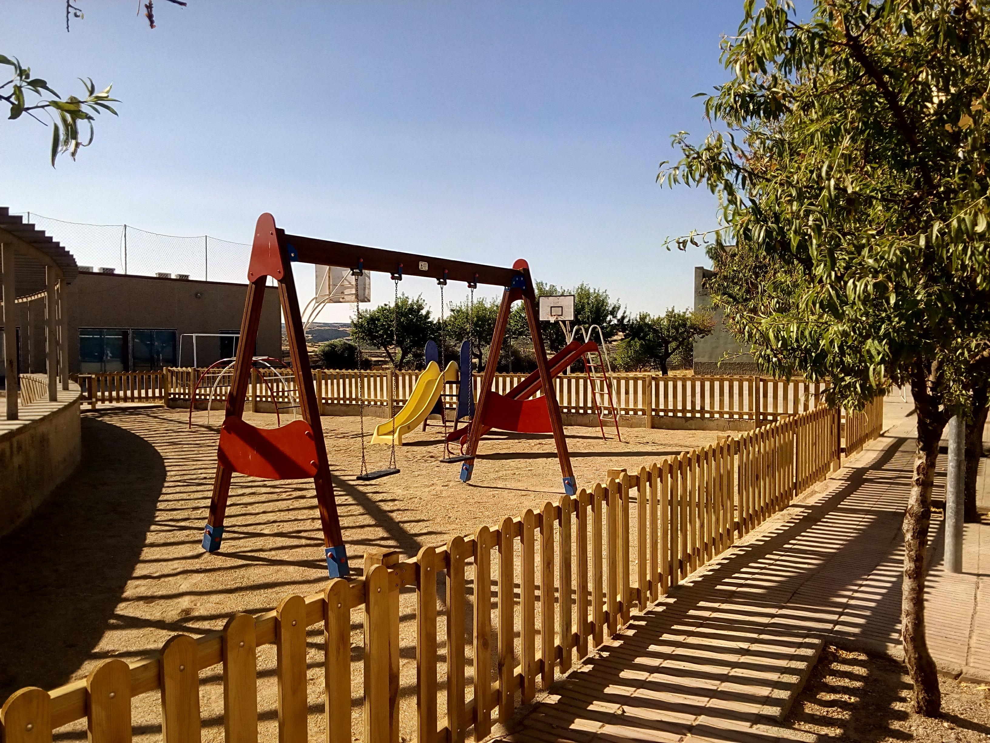 La Paeria millora els parcs infantils de Cervera
