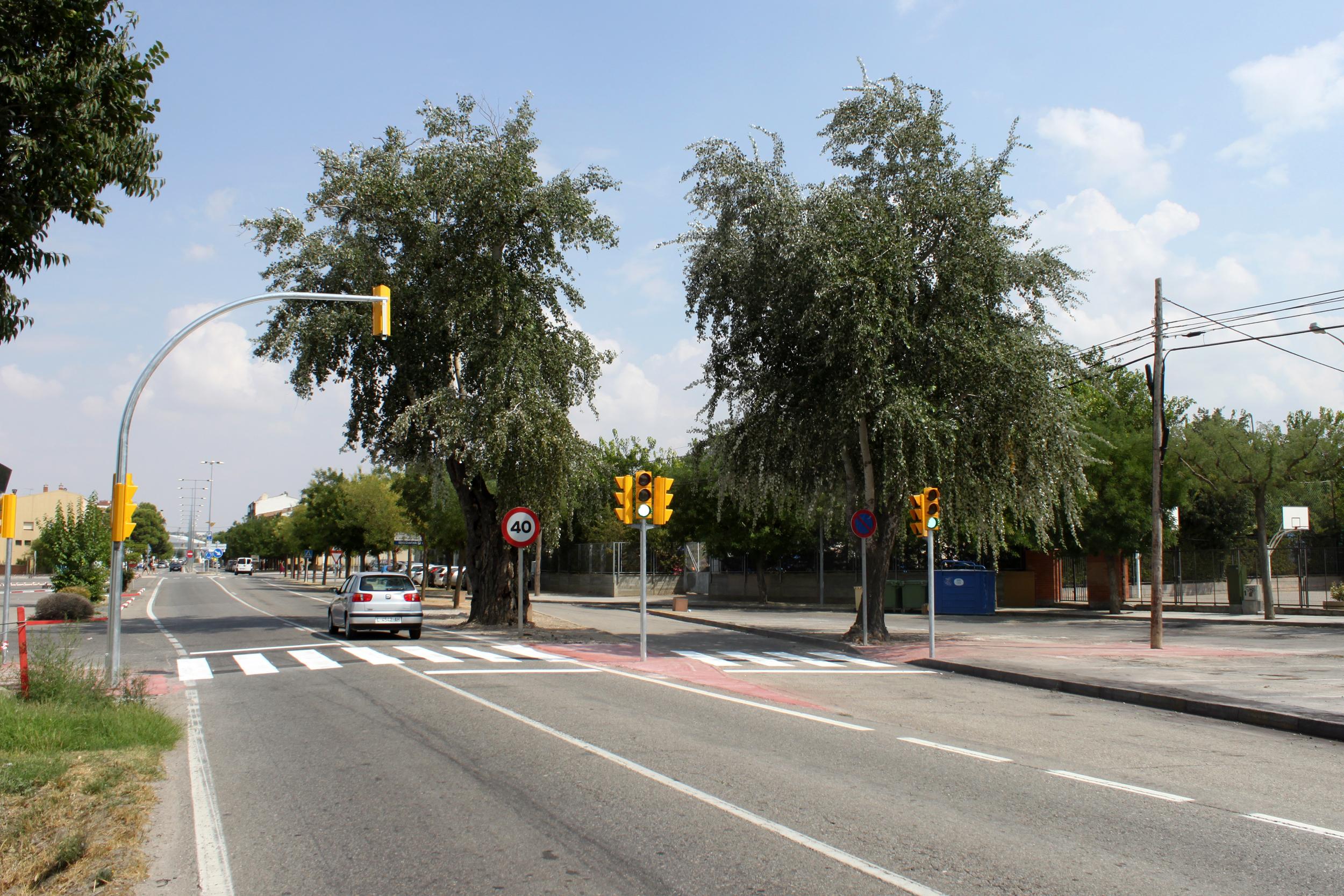 Tàrrega posa en funcionament els nous semàfors al tram de la C-14 vora els centres educatius