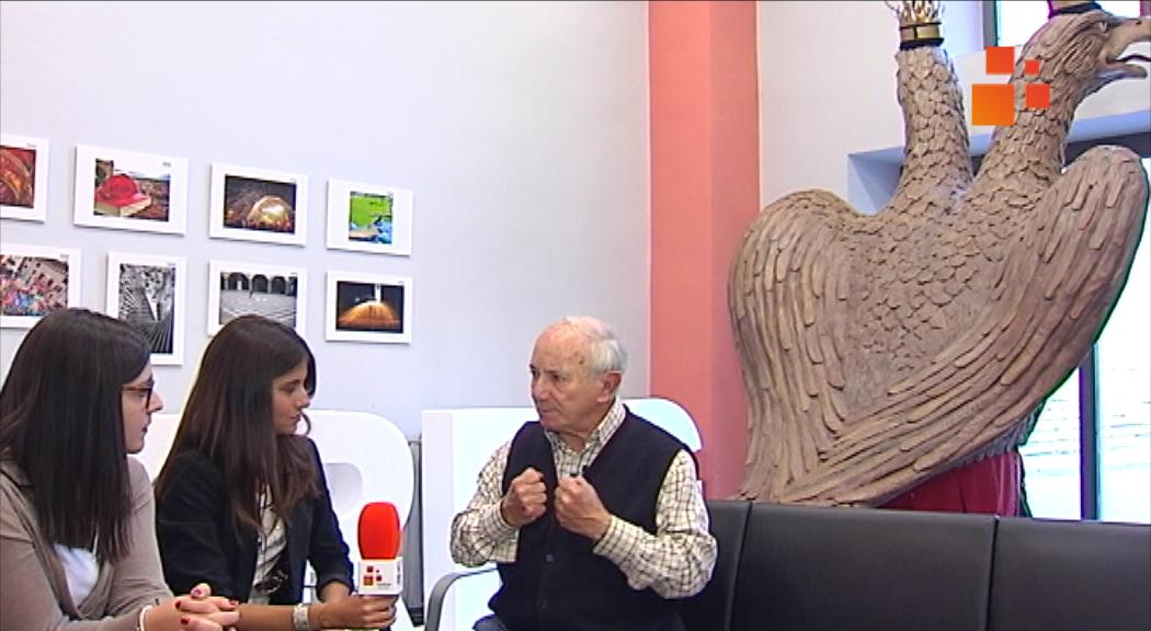 XARRA TÀRREGA:  Montse Prats i Marina Rodríguez de l'Associació Agrat, parlen amb l'activista cultural, Pep Vall