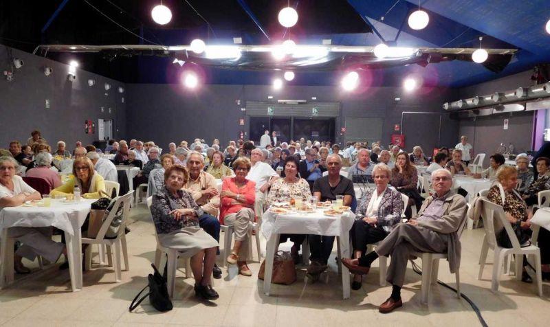 Ahir diumenge va tenir lloc a l'Espai-MerCAT de Tàrrega el Berenar Solidari de Mans Unides.
