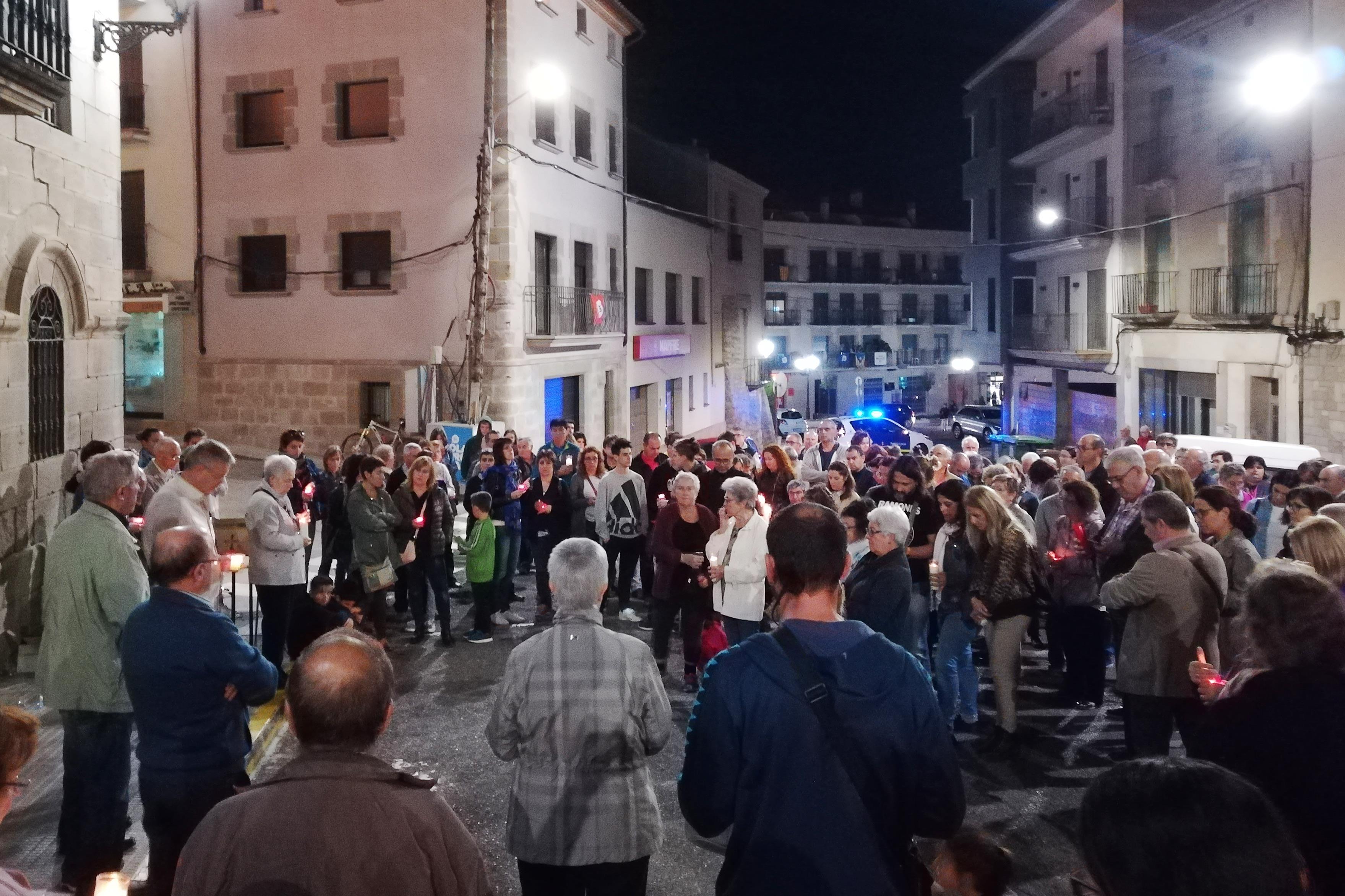 Concentració a Tàrrega en suport als representants del Govern català i als membres de la Mesa del Parlament citats a declarar a Madrid