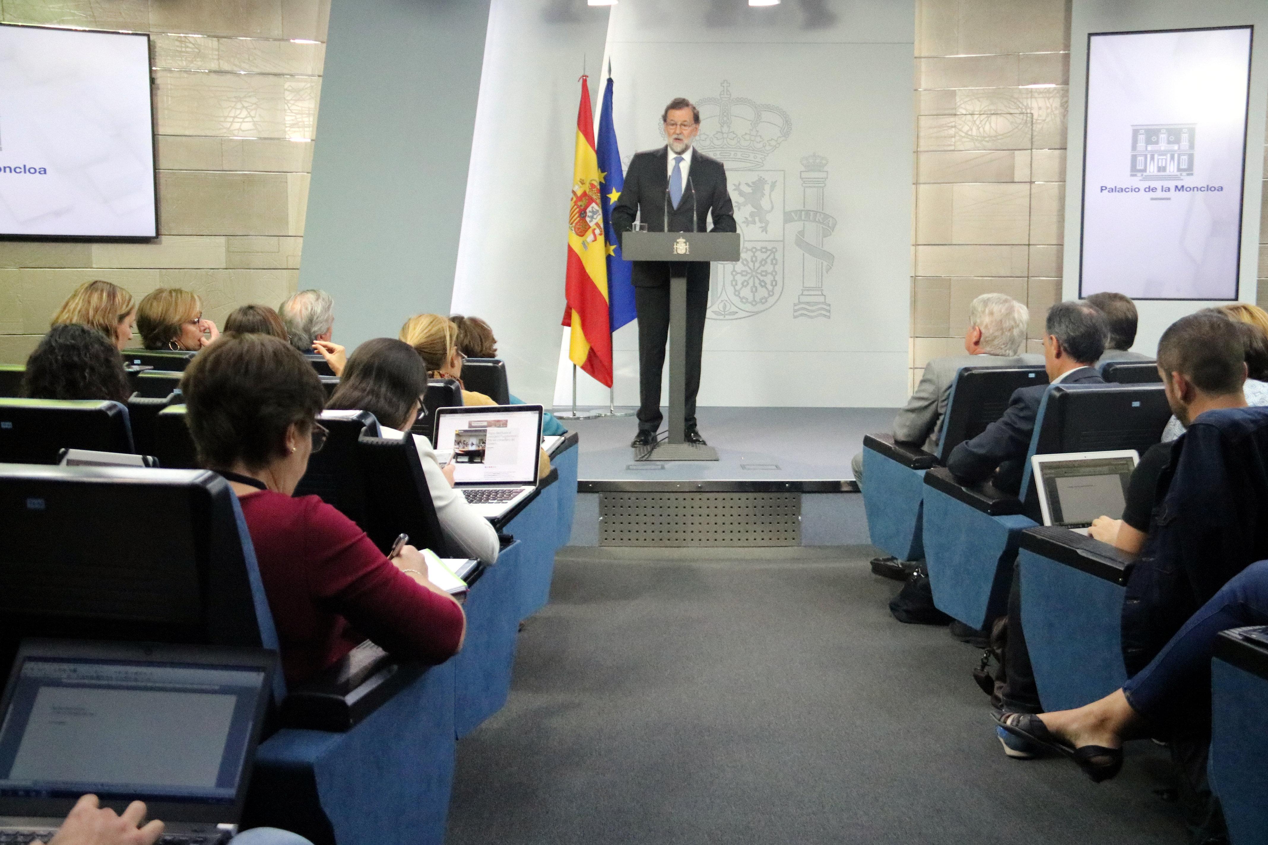 Rajoy cessa Puigdemont i el seu govern, dissol el Parlament i convoca eleccions el 21 de desembre