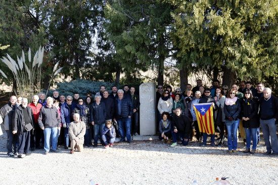 Més de cent persones se sumen a l'esmorzar per recollir fons destinats a restaurar el monument de Companys al Tarròs