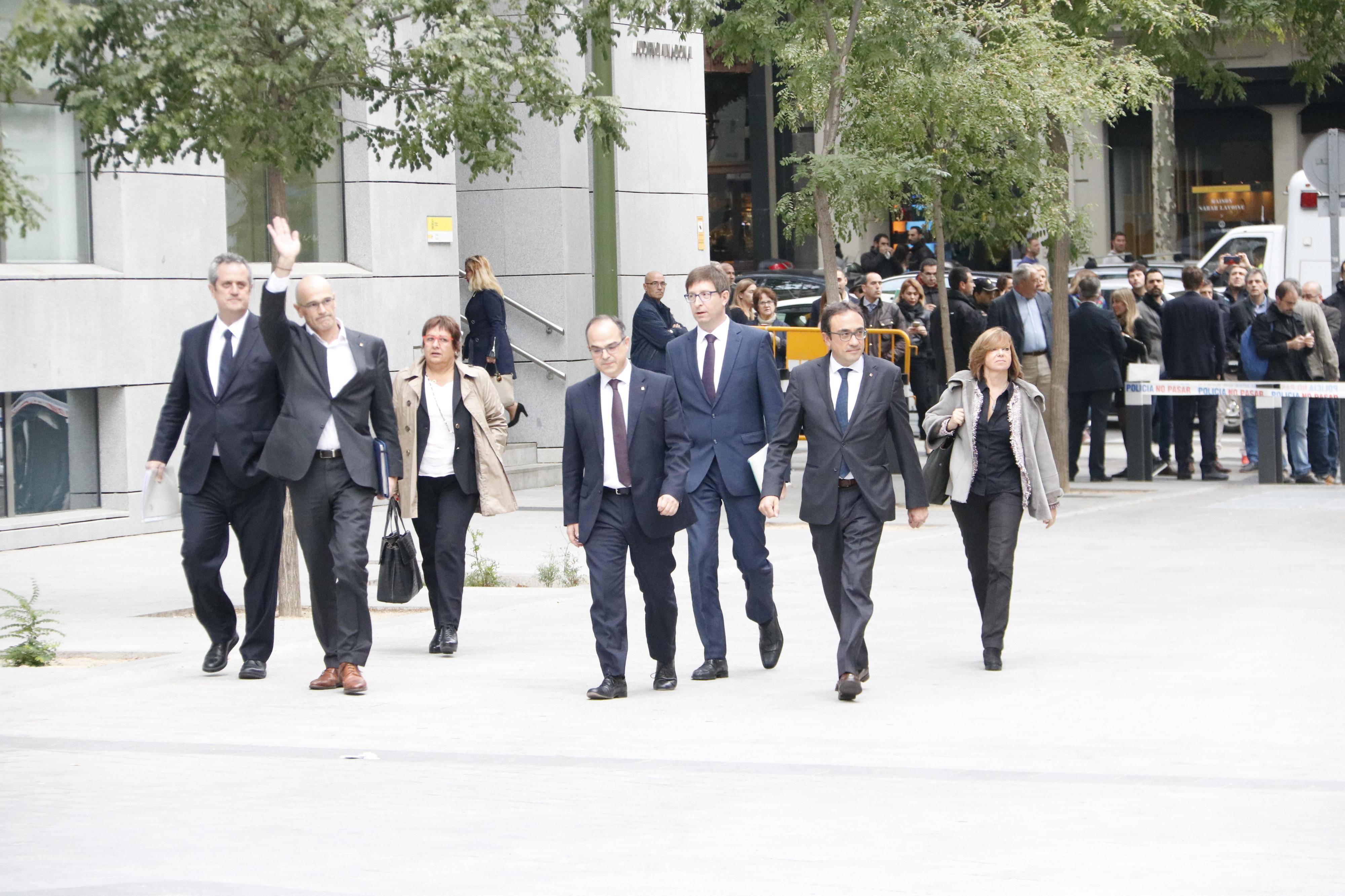 Presó incondicional per als vuit consellers destituïts i eludible amb 50.000 euros per a Vila