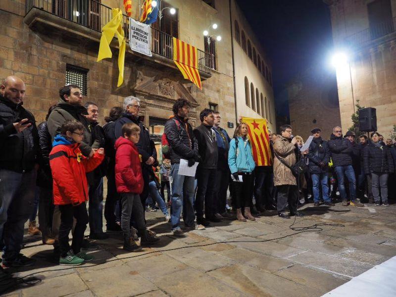El PP demana a la Junta Electoral que vuit ajuntaments, entre ells el de Tàrrega, eliminin llaços grocs dels espais públics