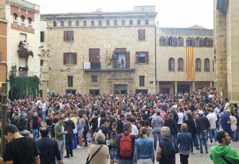 Accepta pagar una multa per arrancar la bandera espanyola del balcó de l'Ajuntament de Tàrrega l'-1-O