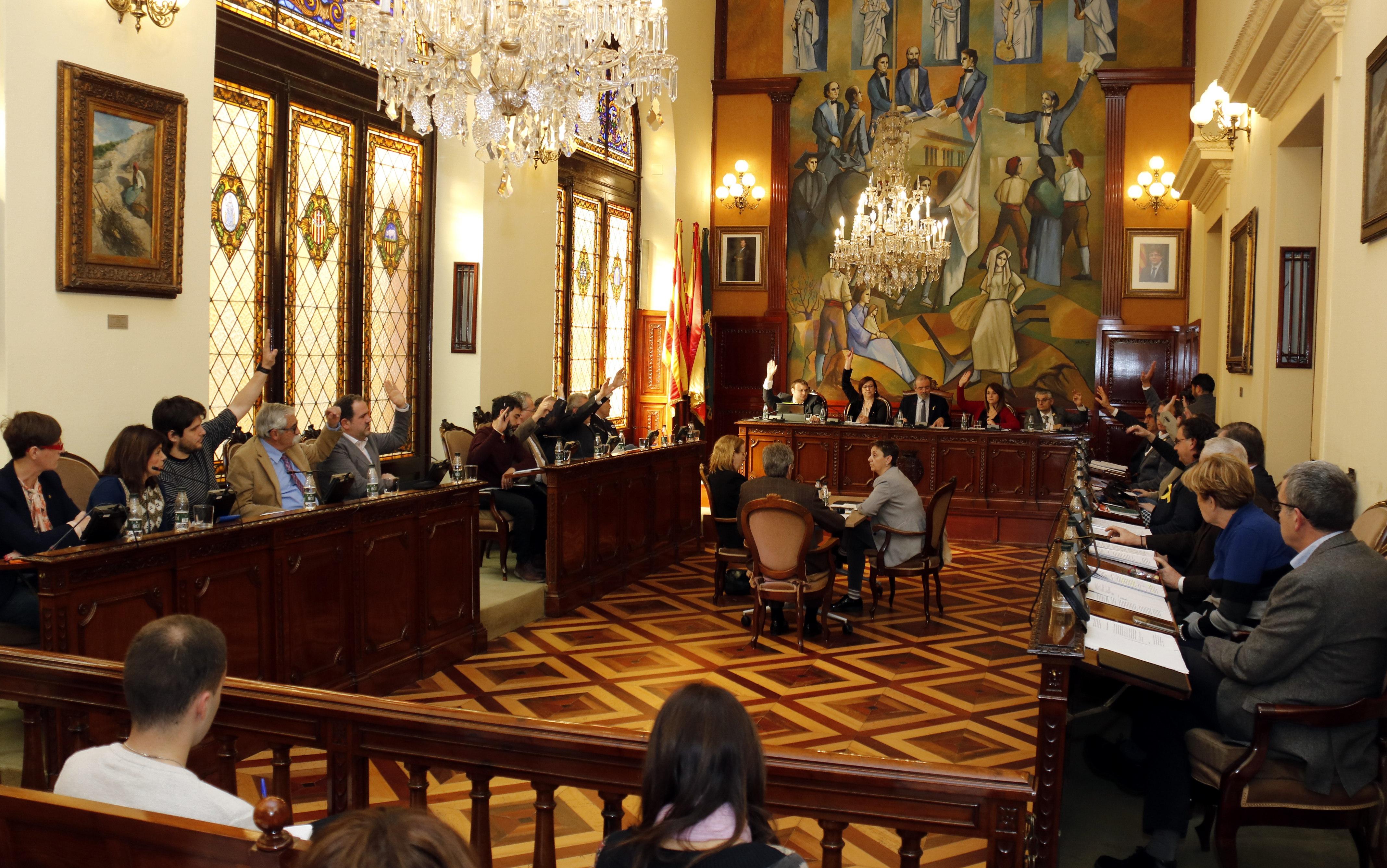 La Diputació de Lleida aprova una moció per acabar amb el 155 i l'amenaça contra la immersió lingüística