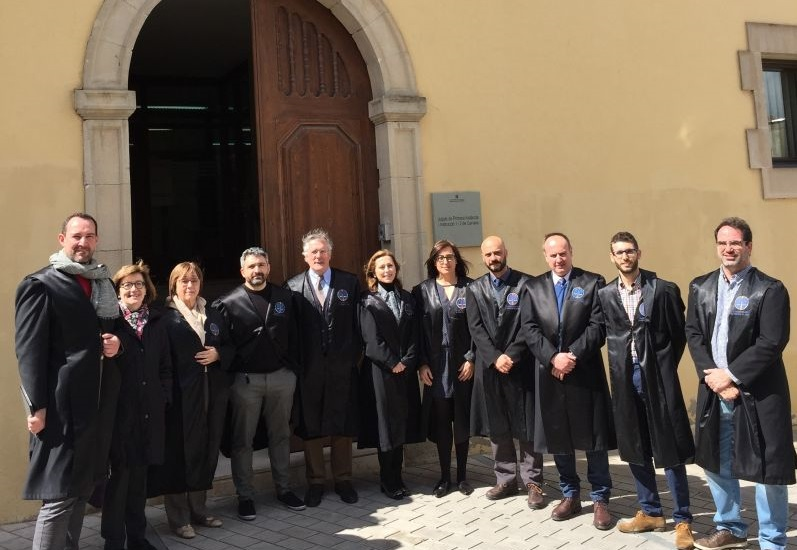Advocacia per la Democràcia es concentra a Cervera per demanar que s'aturi la violació dels Drets Humans dels Catalans