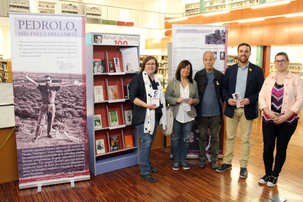 Visita a l'exposició sobre Manuel de Pedrolo a la Biblioteca de Tàrrega
