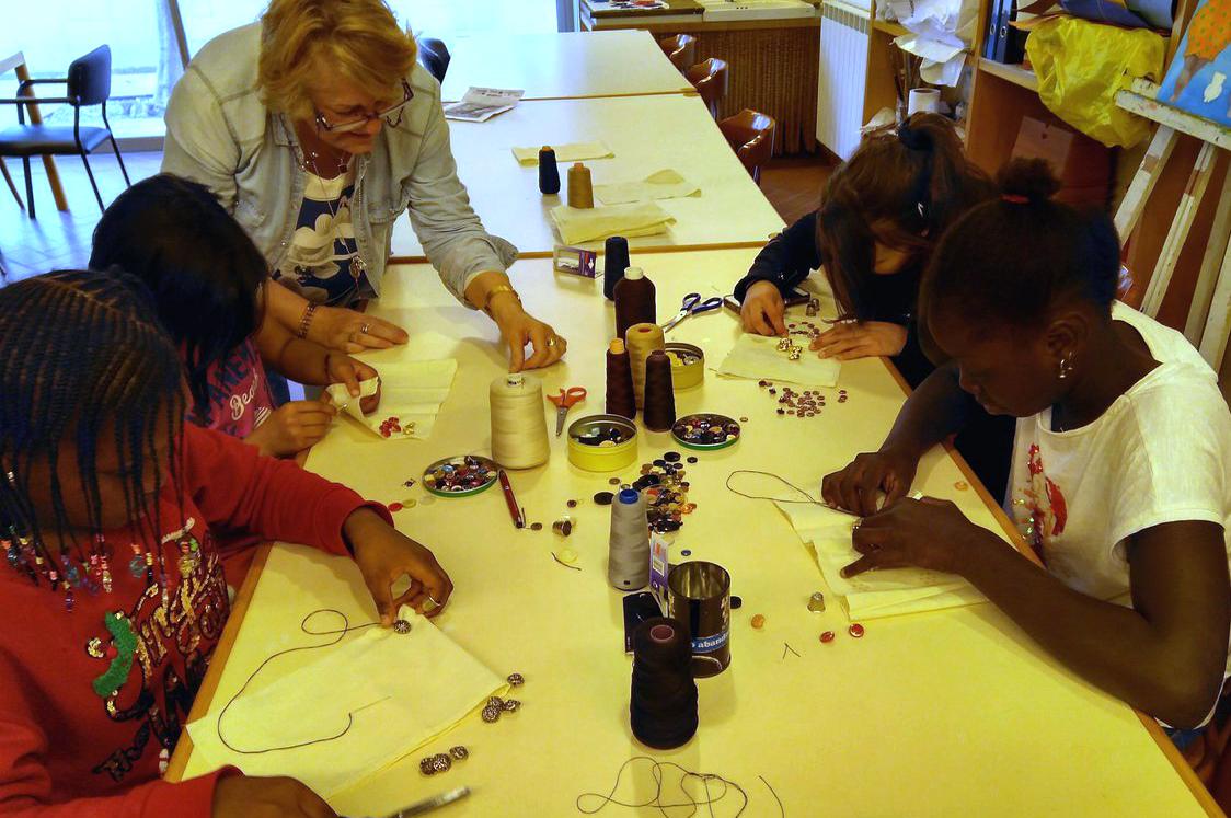 L'Ajuntament de Tàrrega impulsa tallers intergeneracionals entre jovent i usuaris del Casal Cívic