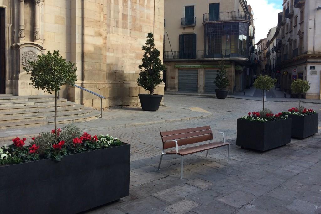 IMATGE D'ARXIU · Vista de la plaça Major de Tàrrega, on s'aprecia les diferents tipologies actuals de ferm