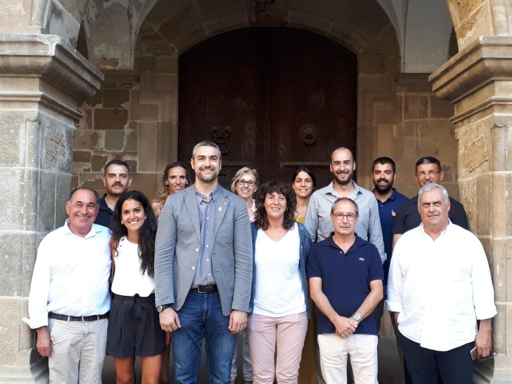 Foto conjunta amb el consistori i els representantsa de les empreses de torrons