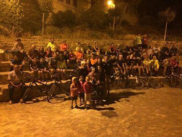 Més de 150 persones participen a la 'Pedalada Nocturna' organitzada per l'atleta targarí Raül Arenas