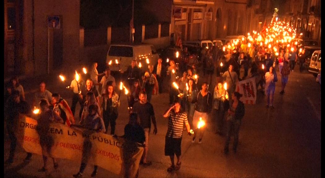 400 persones participen en la Marxa de Torxes per la República Catalana