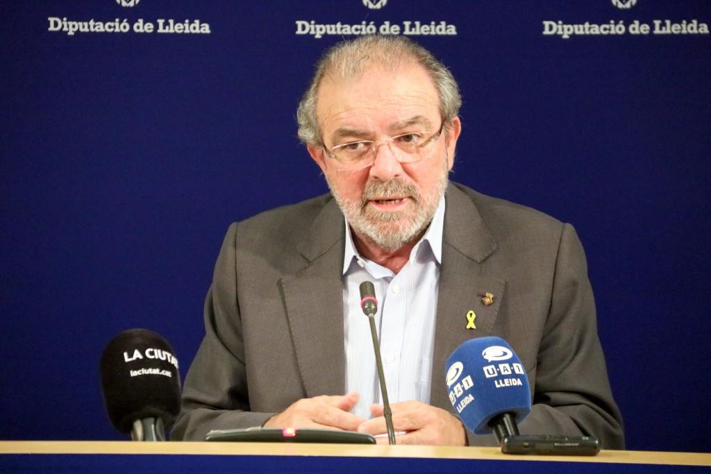 El president de la Diputació de Lleida, Joan Reñé, durant la roda de premsa en què ha presentat la seva dimissió públicament. Imatge de l'11 d'octubre de 2018. (Horitzontal)
