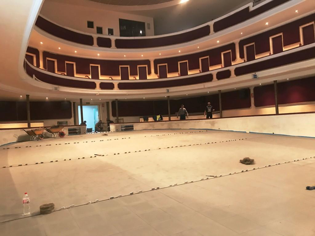 Últims treballs a la sala del teatre del Casal Agramuntí