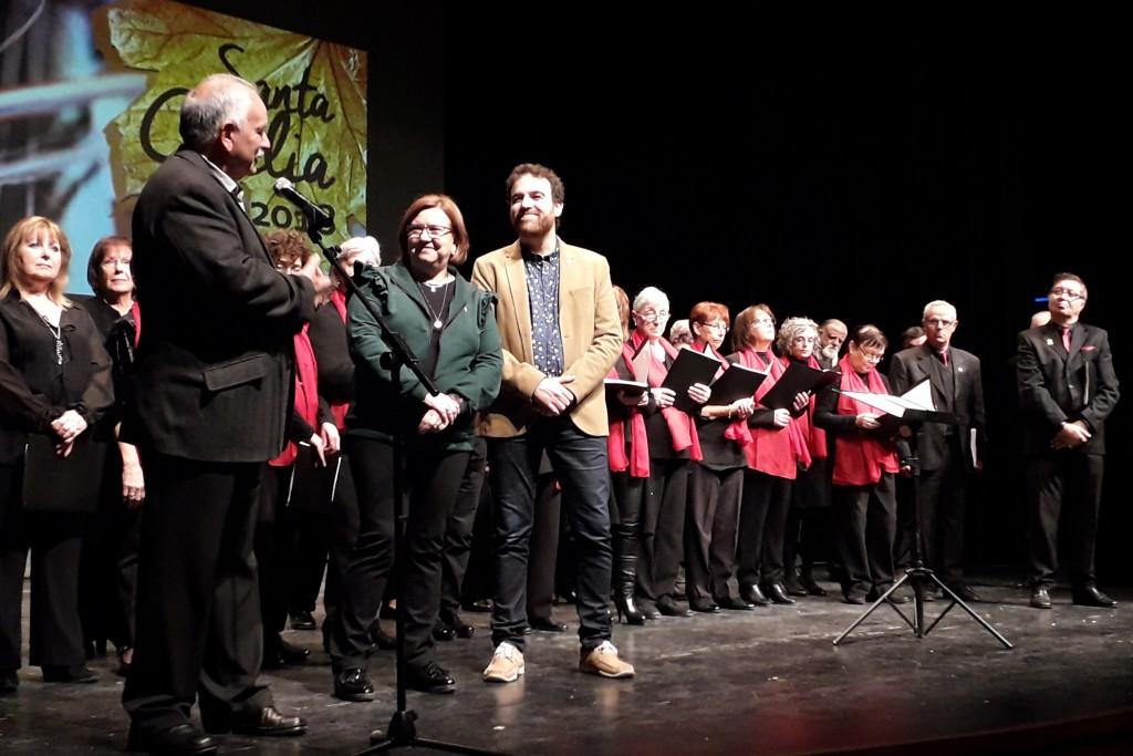 L'alcaldessa Rosa Maria Perelló; el regidor de Cultura, Raül Palacios; i el president de Creu Roja a l'Urgell, Miquel Àngel Mingote; han agraït la col·laboració de les entitats i el públic