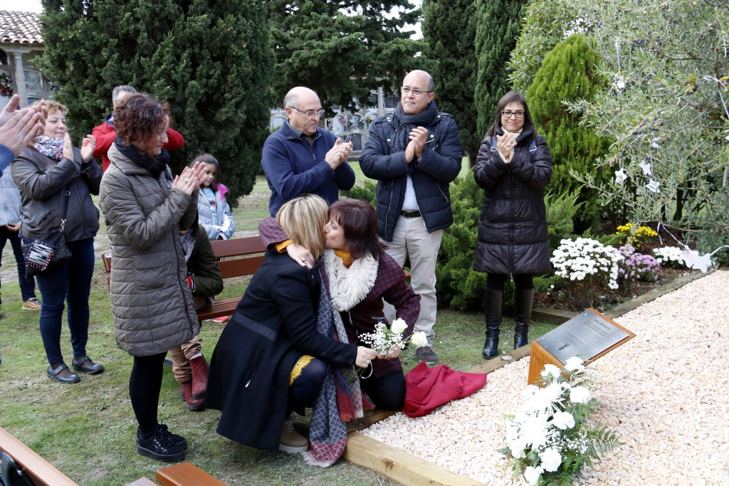 Inauguració de l'espai 'Empremtes' al cementiri de Cervera. Imatge de l'1 de novembre de 2018. (Horitzontal)