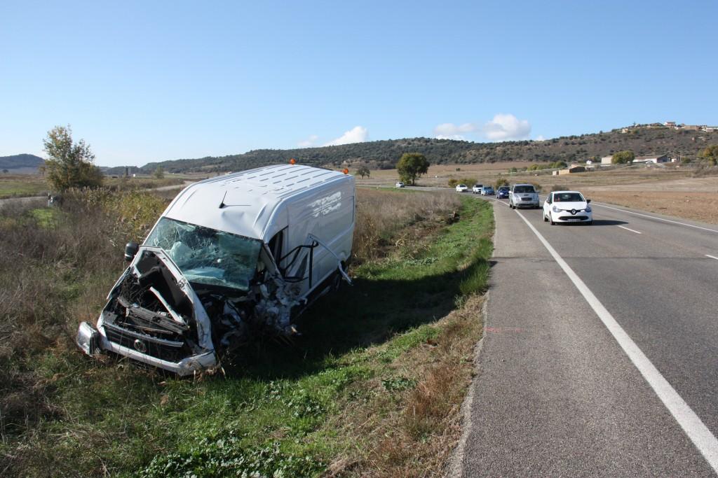 Pla general de l'estat de la furgoneta que s'ha vist implicada en un accident mortal a la carretera C-26 al seu pas per Foradada (Noguera), el 16 de novembre de 2018 (Horitzontal).