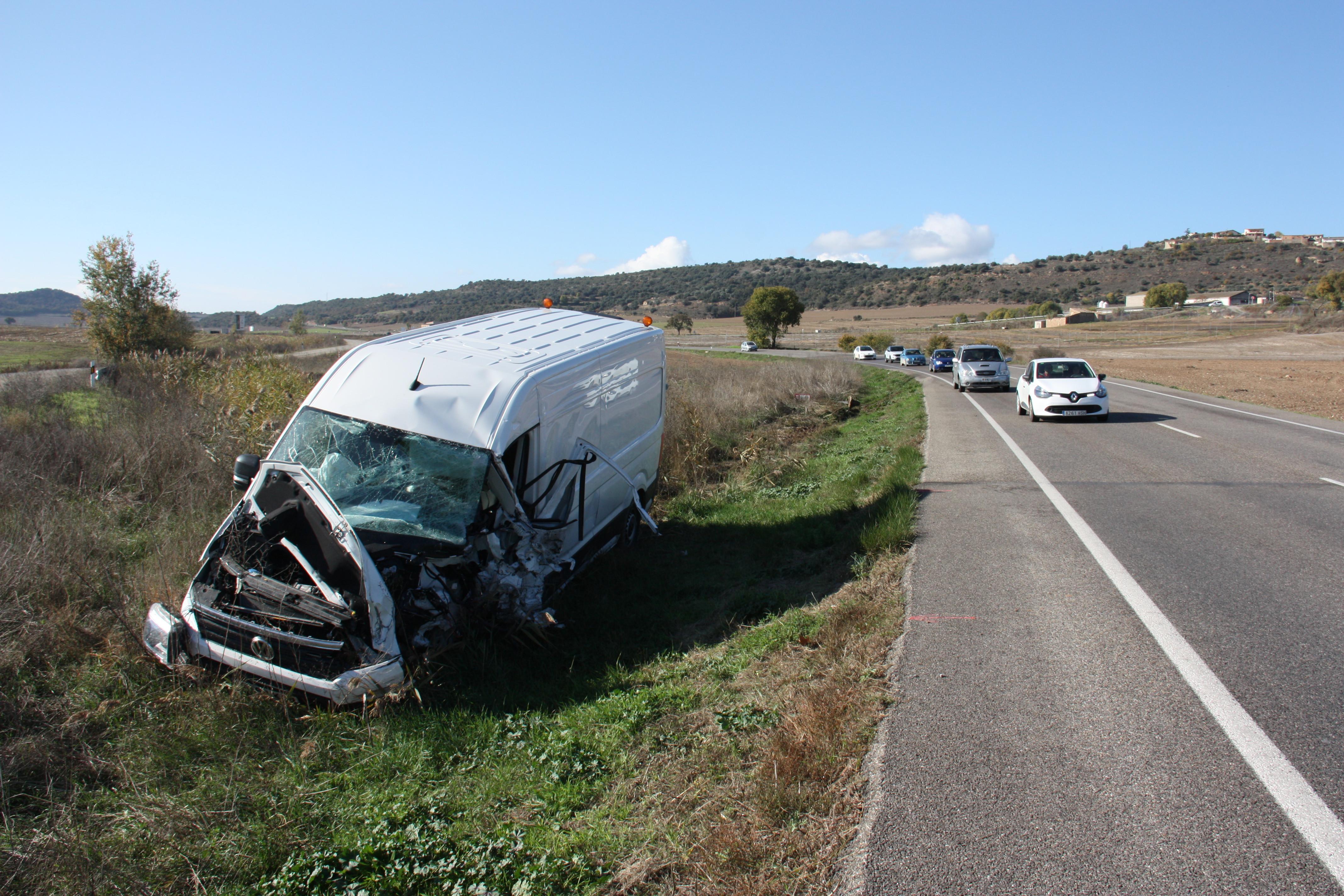 Mor el conductor d'un turisme en un xoc frontal a la C-26 a Foradada, a la Noguera