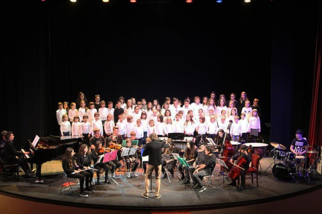 Actuació final Orquestra de l'escola i grups corals,