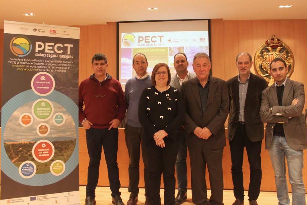 Foto de grup amb representants de les entitats que participen al PECT Motors per al Segarra - Garrigues