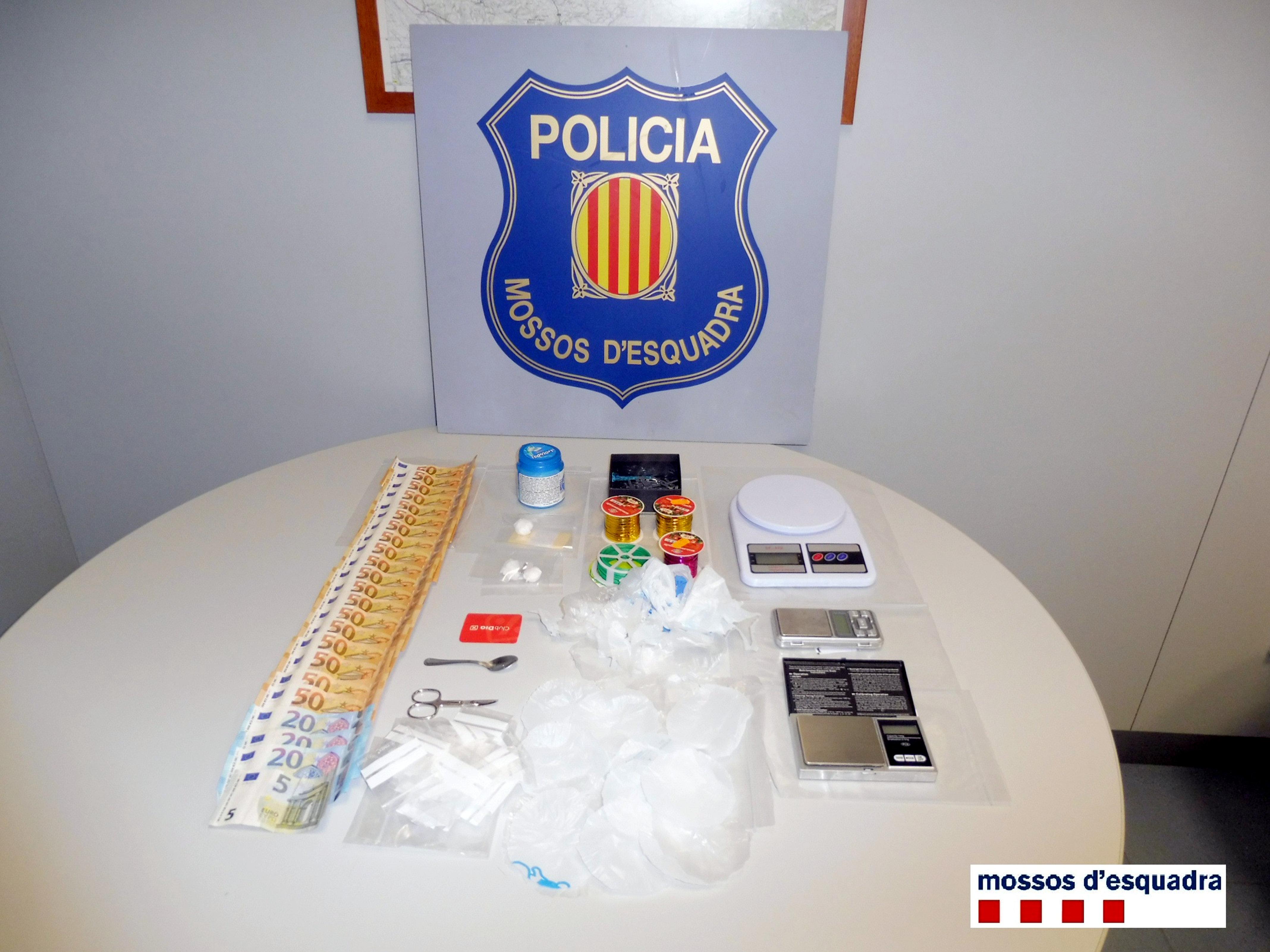 Detingut un veí de Tàrrega, acusat de vendre droga al detall al seu pis