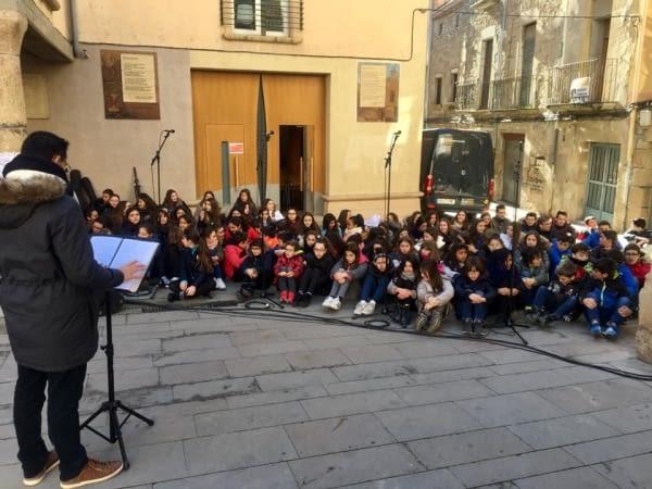 200 alumnes del centres de secundària de Tàrrega canten per la Pau
