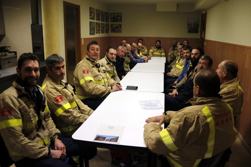 Pla general on es pot veure un moment de l'assemblea de Bombers voluntaris de Lleida al parc d'Agramunt, el 21 de gener de 2019. (Horitzontal)
