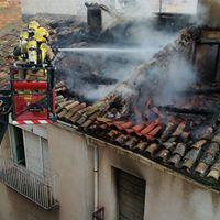 Extingit l'incendi en un edifici del carrer Urgell de Tàrrega