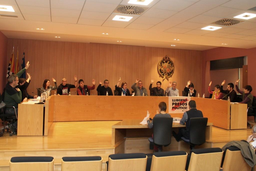 Moment de l'aprovació per unanimitat de l'adhesió al Pacte contra la Segregació Escolar