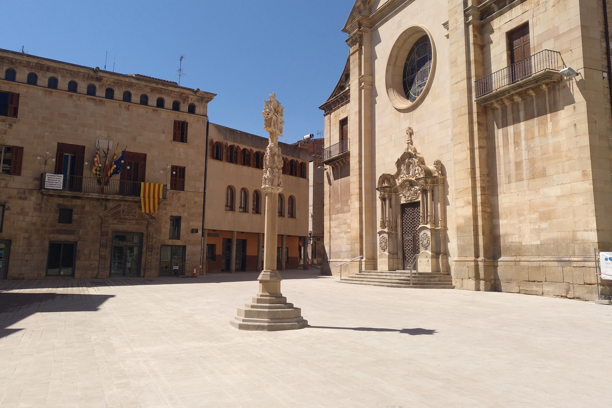 Restriccions de trànsit al carrer de Sant Joan de Tàrrega per les obres del nou paviment a la cruïlla amb la plaça Major