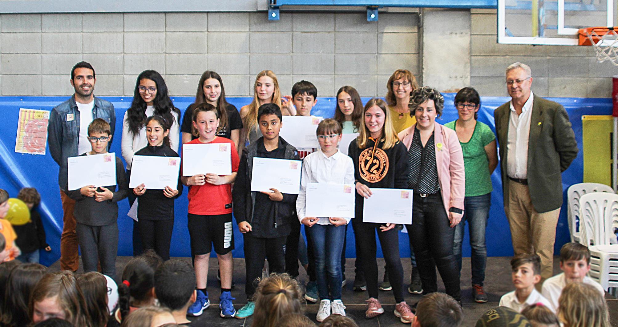 Bellpuig lliura els premis del  Concurs Infantil i Juvenil de Prosa i Pintura dins els actes de la diada de Sant Jordi
