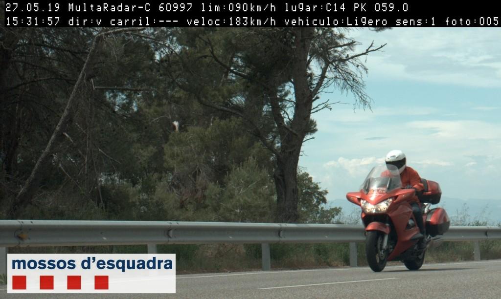 Imatge del motorista circulant a 183 km/h per la C-14, a Ciutadilla, el 27 de maig del 2019. (Horitzontal)