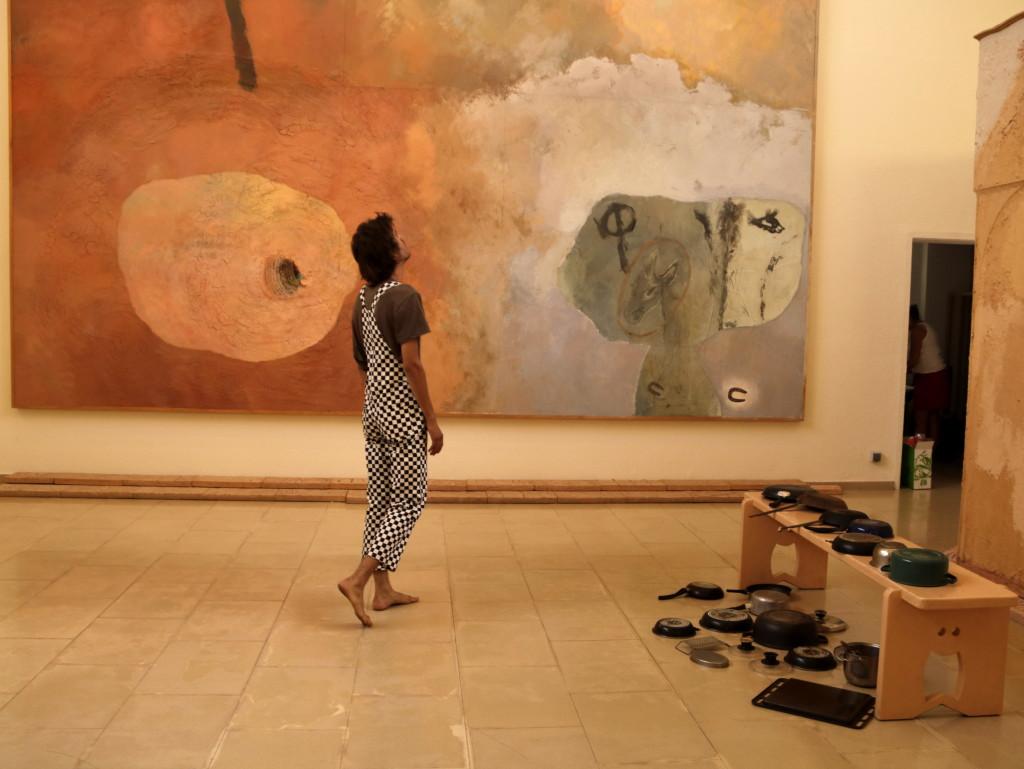 Pla sencer de l'artista Oriol Sauleda enmig de la marató artística 'Hores Sòniques' a l'Espai Guinovart que commemora el 25è aniversari de l'espai. El 13 de juliol de 2019. (Horitzontal)