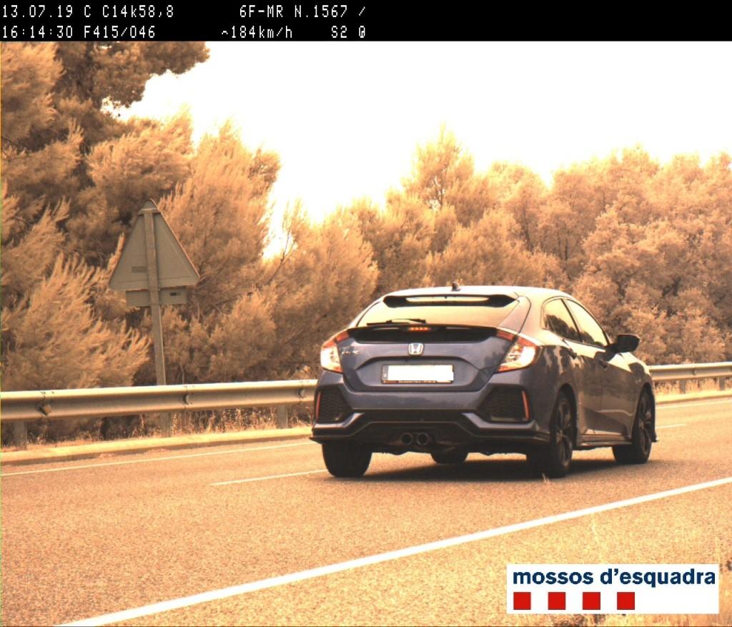 Fotografia captada pel radar dels Mossos d'Esquadra on es pot veure el cotxe que circulava a 184 quilòmetres per hora a la C-14, a Ciutadilla, el 13 de juliol de 2019. (Horitzontal)