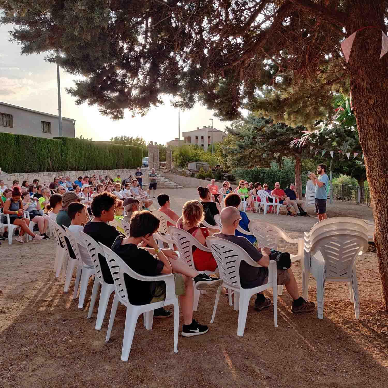 """La caminada nocturna """" Sembrats de silenci"""" s'estrena amb un centenar de participants als secans de Vilagrassa i Anglesola"""