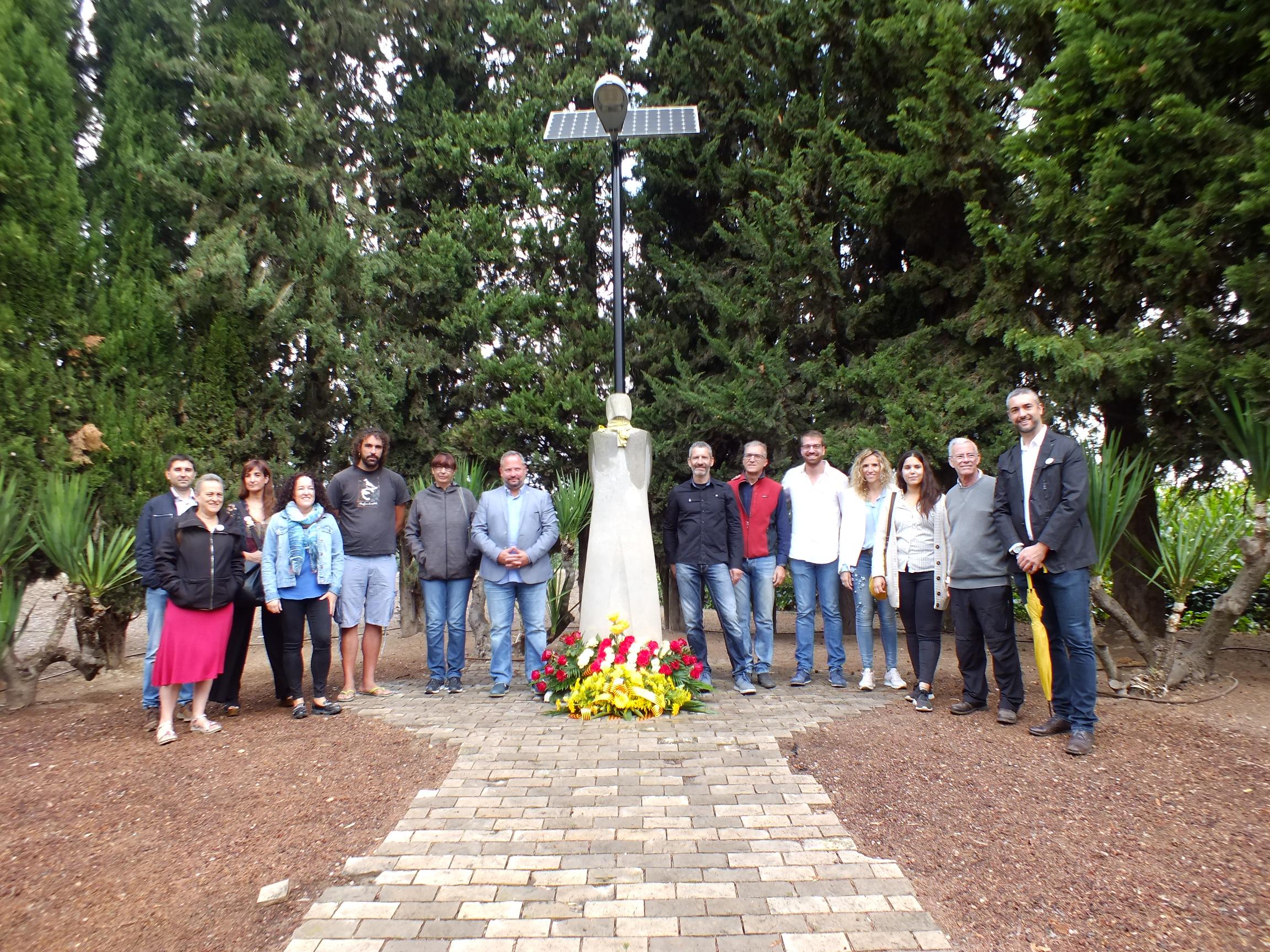 Ofrena floral del Consell Comarcal de l'Urgell al President Companys al Tarròs amb l'absència dels alcaldes de JxCat