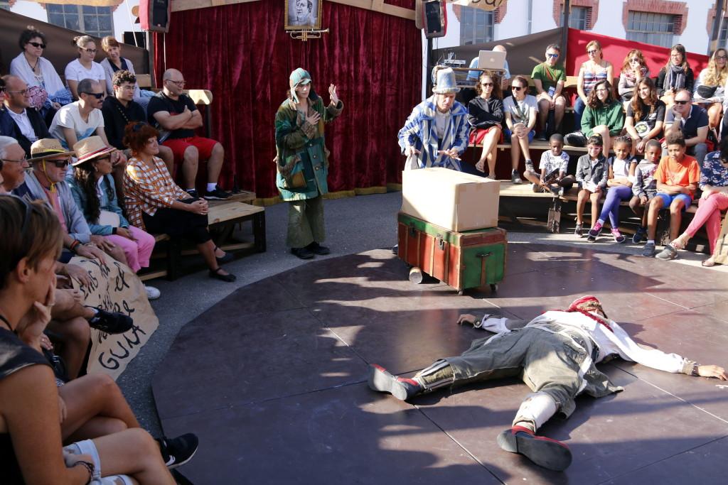 Pla obert on es pot veure un moment de l'espectacle 'Bye bye, Confeti', de la companyia La Baldufa, a FiraTàrrega, el 6 de setembre de 2019. (Horitzontal)