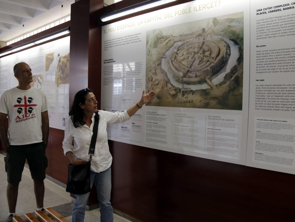 Pla obert de l'alcalde de Tornabous, David Vilaró, i la responsable de l'Àrea de Monuments de l'Agència Catalana del Patrimoni Cultural, Marina Miquel, a l'espai museístic del Molí d'Espígol a Tornabous, el 26 de setembre de 2019. (Horitzontal)