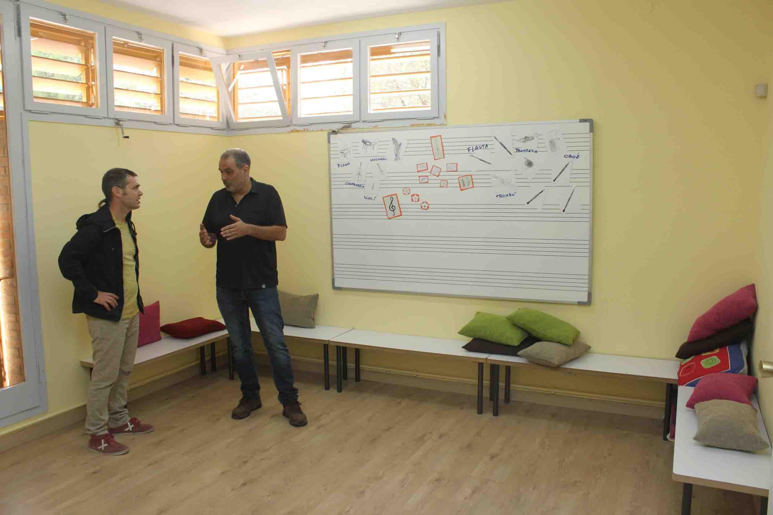 L'Escola Municipal de Música de Tàrrega estrena una nova aula de formació destinada als alumnes més petits, de 3 a 6 anys