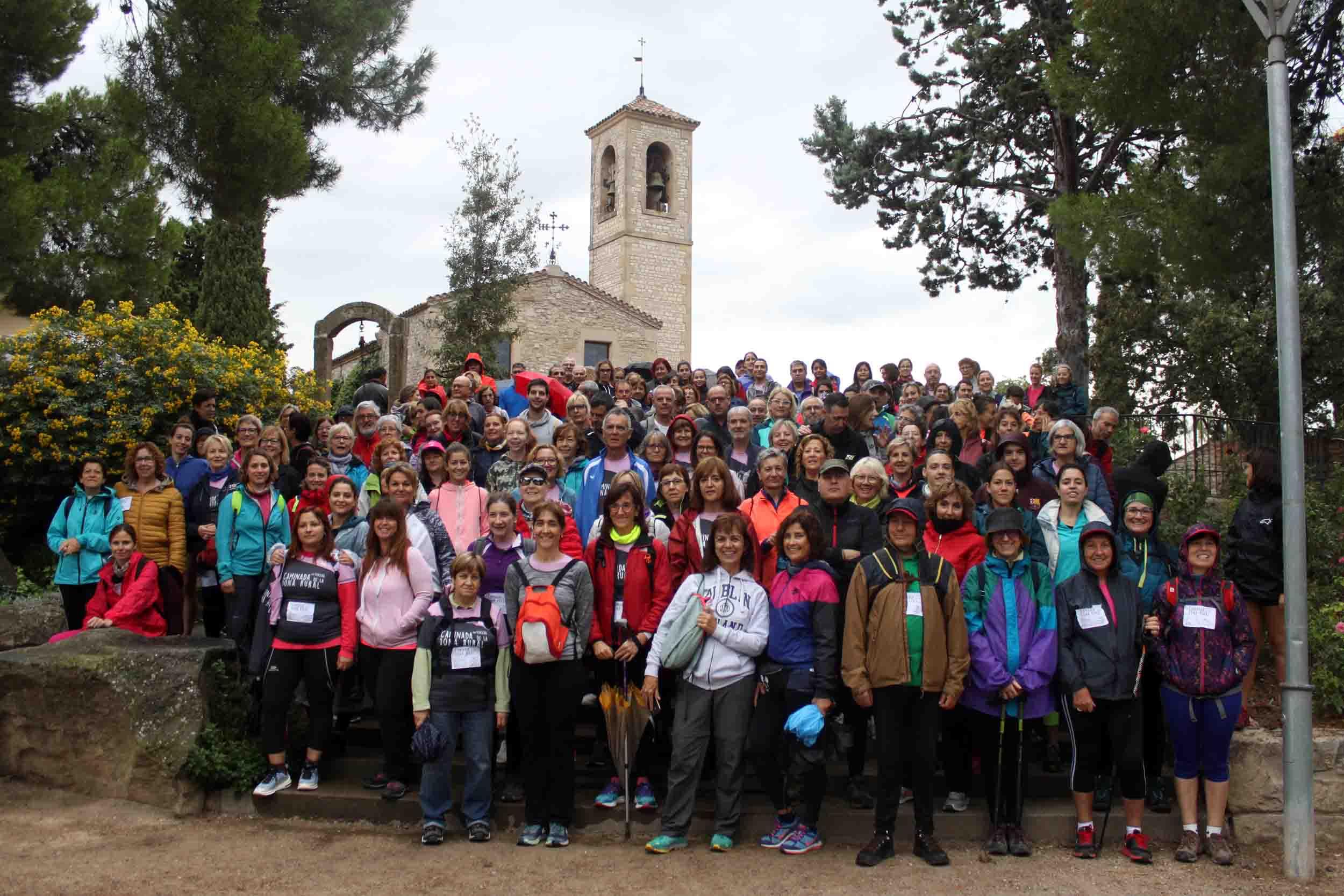 Tàrrega celebra amb èxit la 3a Caminada de la Dona Rural, que aplega unes 200 persones tot i la pluja