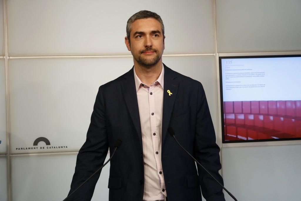 El portaveu adjunt d'ERC al Parlament, Bernat Solé, en roda de premsa. Imatge del 16 de juliol de 2019. (Horitzontal)