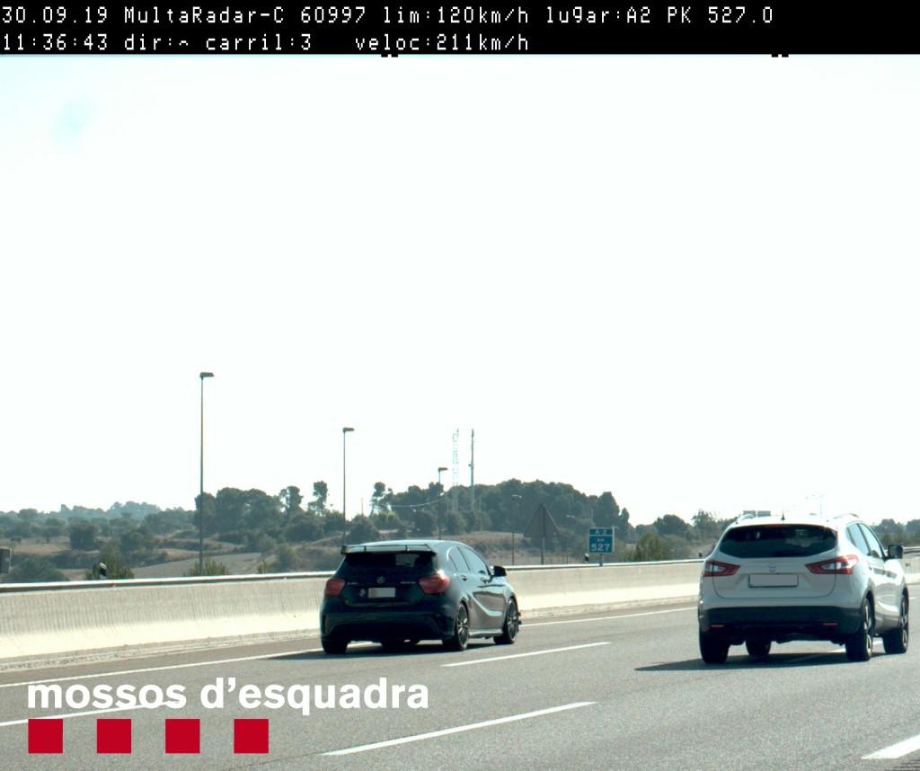 Imatge del vehicle que circulava a 211 km/h per l'A-2, a la comarca de la Segarra, el 30 de setembre del 2019. (Horitzontal)