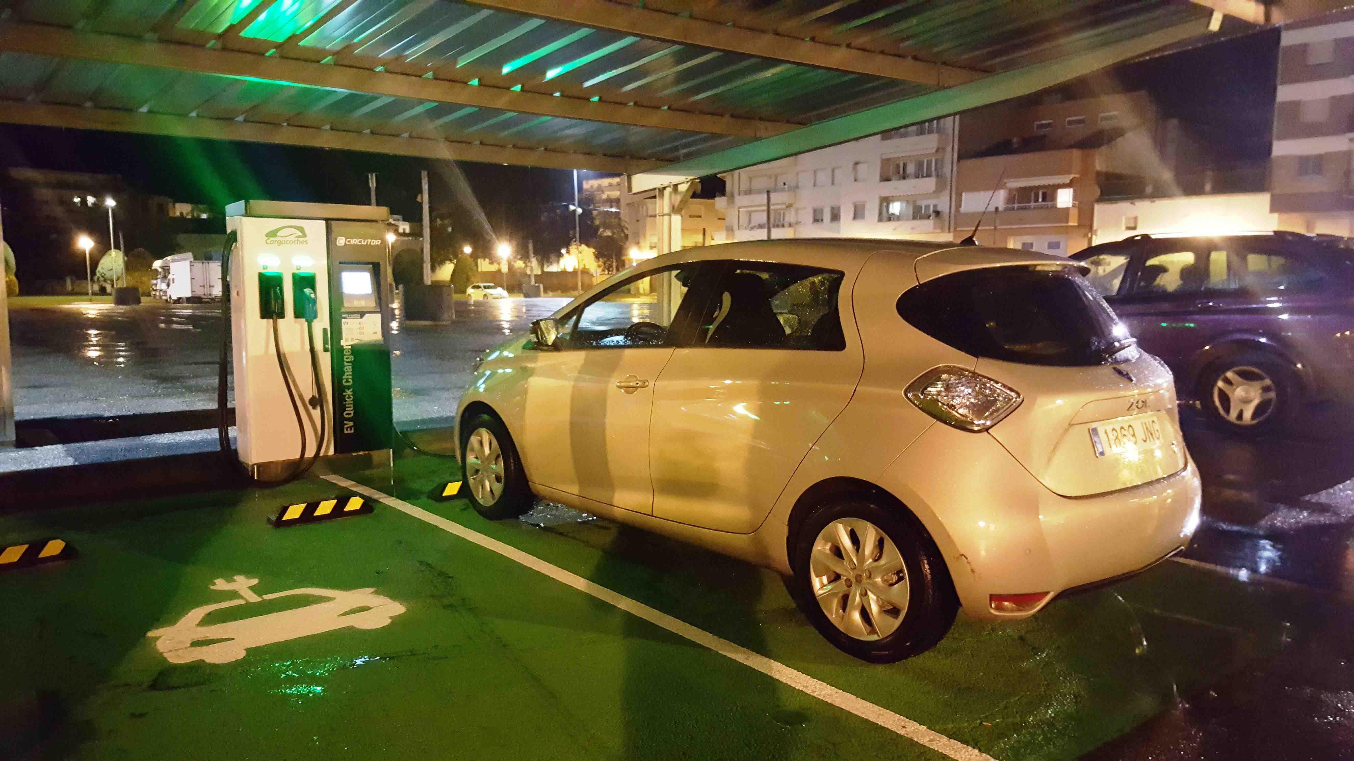 Agramunt posa en funcionament dos punts de càrrega de vehicles elèctrics