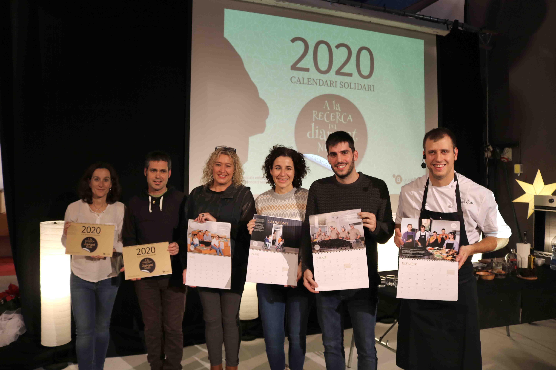 El grup Alba presenta el seu calendari solidari, un conte amb enigmes i adhesius personalitzats