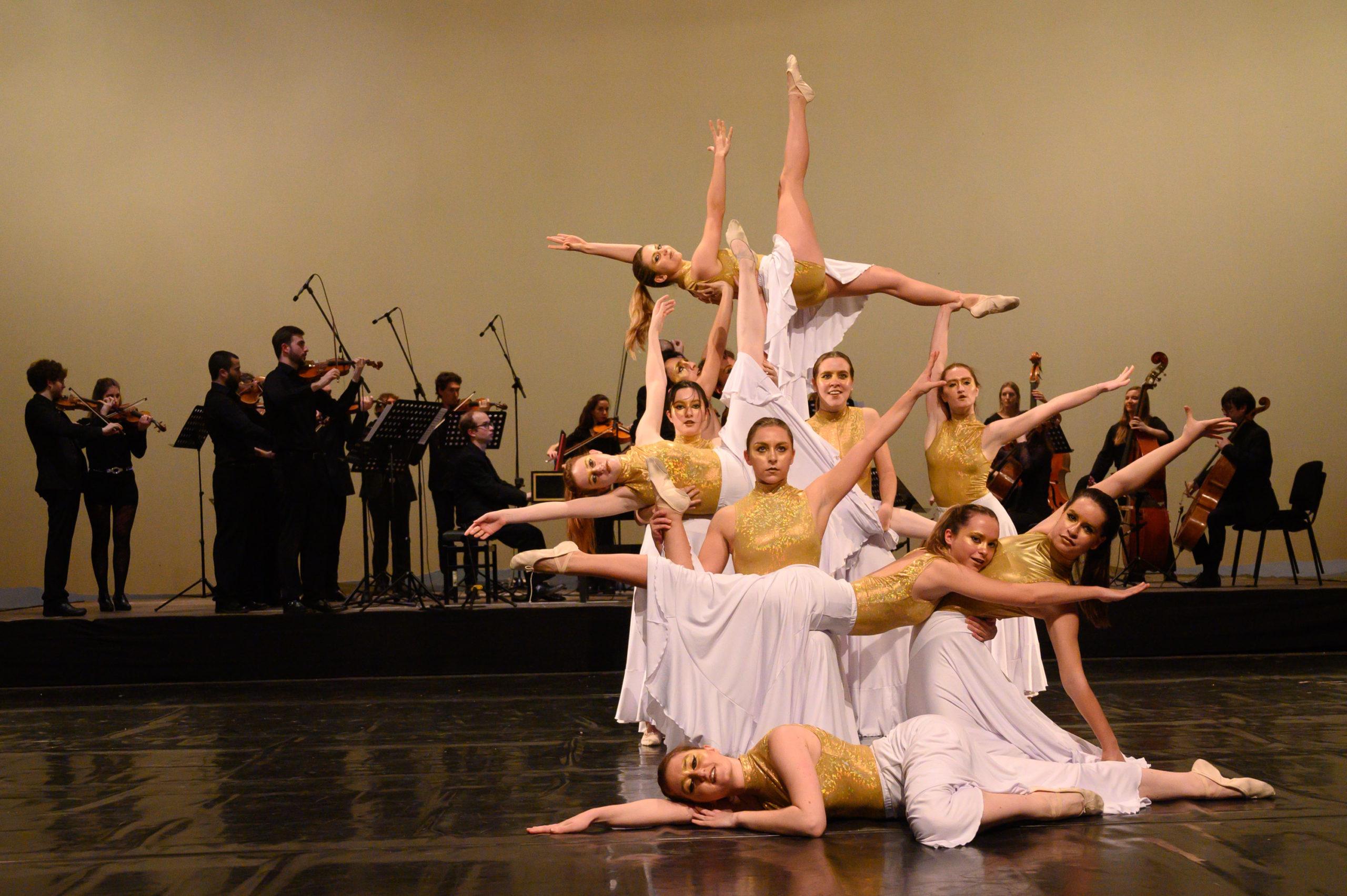 Cervera clou l'any de la seva capitalitat cultural amb l'espectacle #Bachendansa, que ha omplert el Gran Teatre de la Passió